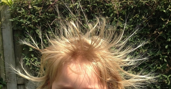 5 Easy Static Electricity Experiments (Do Try This at Home